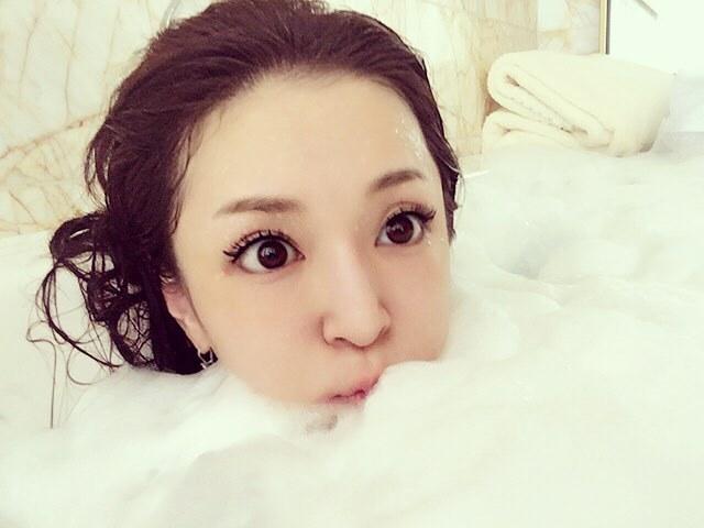 ayu_insta_1.jpg